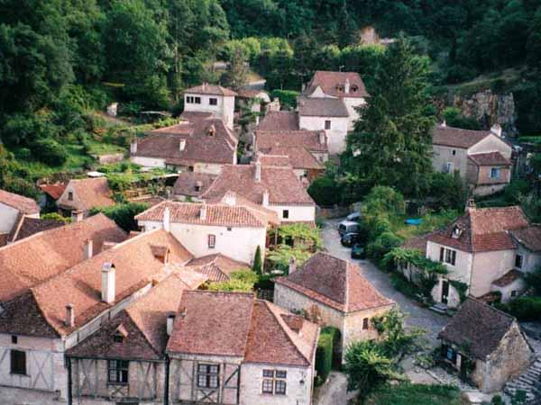 Walking in France: Looking down on Saint-Cirq-Lapopie