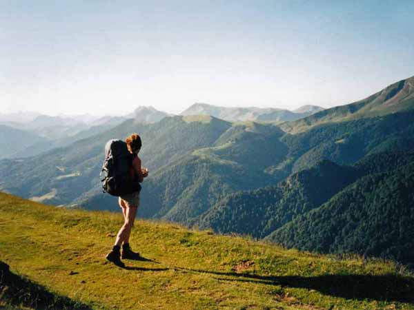 Walking in France: Windy ridge on the descent to Larrau