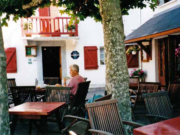 Walking in France: Coffee and pastry at Larrau