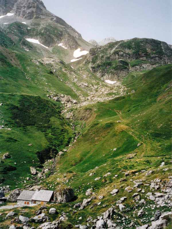 Walking in France: Descending to the valley below the Pic d'Anie