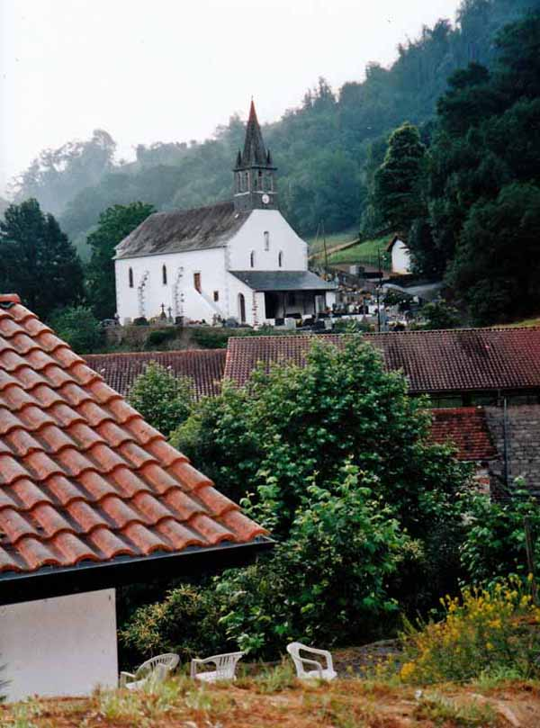 Walking in France: Gîte and church, Esterençuby