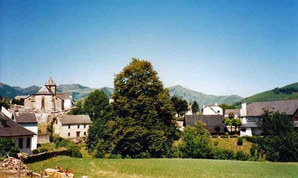 Walking in France: Looking back to Larrau