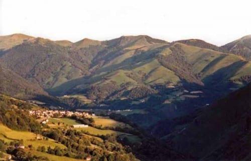 Walking in France: Col Bagargiak and Larrau from the ridge above Logibar