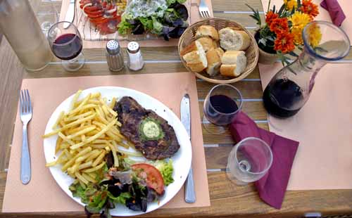 Walking in France: Steak and chips in Moissac