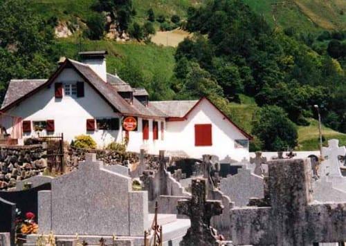 Walking in France: The hotel - bar - restaurant - gîte, Saint-Engrace