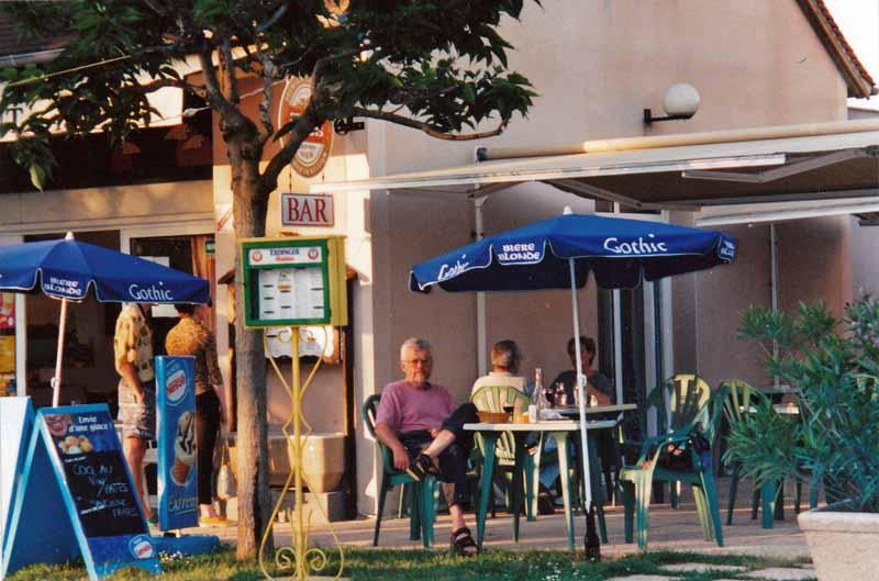 Walking in France: Apéritifs in Hospitalet, near Rocamadour