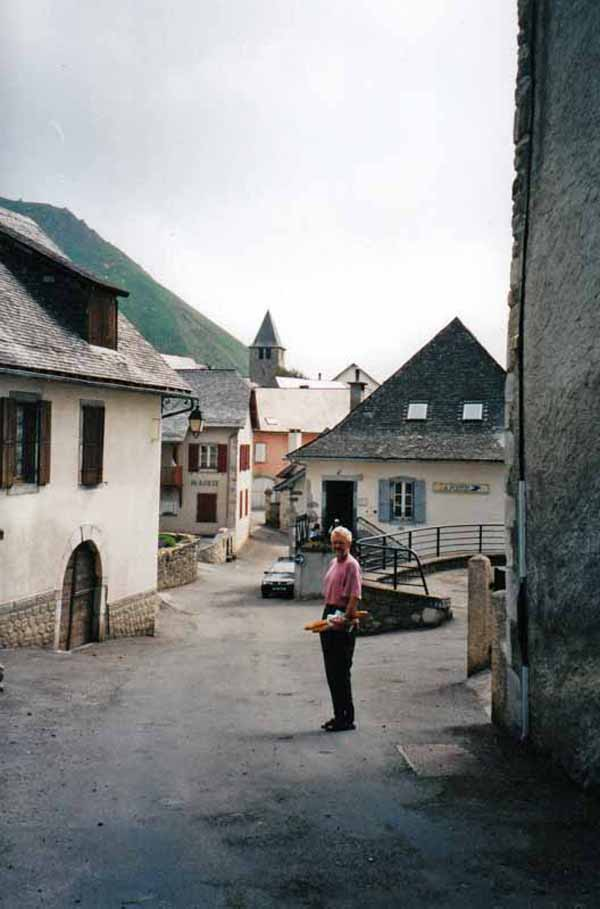 Walking in France: The commercial centre of Lescun