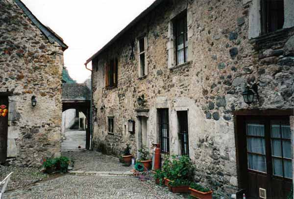 Walking in France: The gîte at Etsault - an old farmhouse