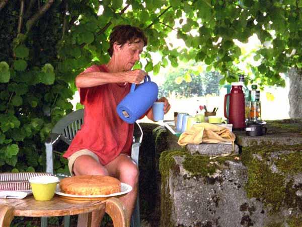 Walking in France: Free coffee and cake, Uzan