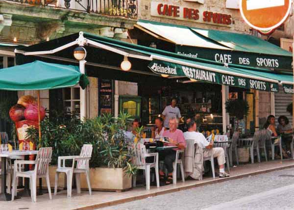 Walking in France: Dining in the cathedral square, Condom