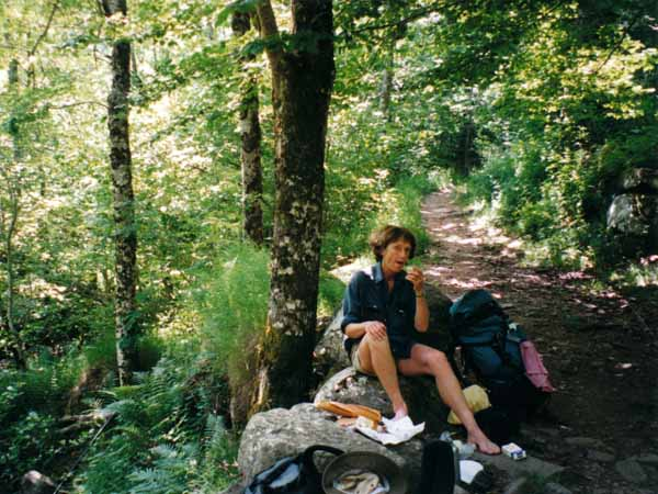Walking in France: Lunch on the descent