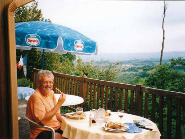 Walking in France: Dinner at Noailhac