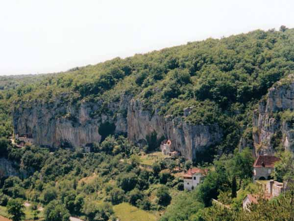 Walking in France: Troglodyte houses on the Célé