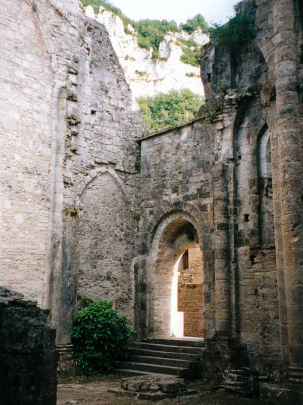 Walking in France: The ruined abbey of Marcilhac-sur-Célé