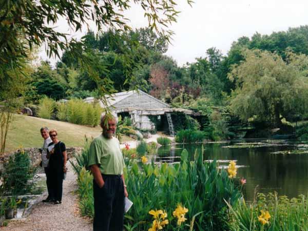 Walking in France: Water lily nursery, le Temple-sur-Lot
