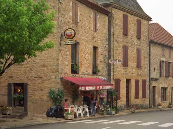 Walking in France: A wonderful coffee and tarte stop, Frayssinet-en-Gelat
