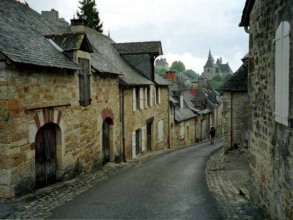 Walking in France: Passing through Turenne