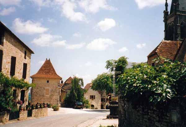 Walking in France: Entering Faycelles