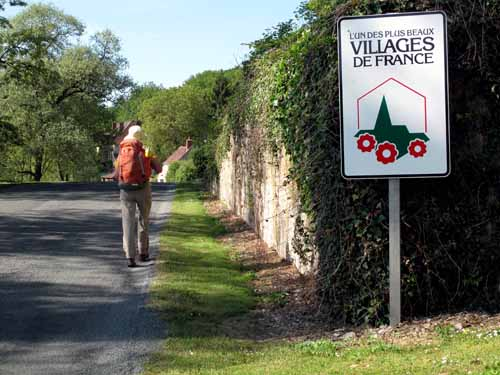 Walking in France: Arriving in a plus beau village