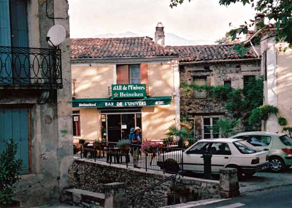Walking in France: The excellent bar in Avèze