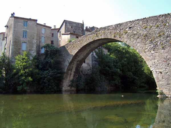 Walking in France: The old bridge in le Vigan
