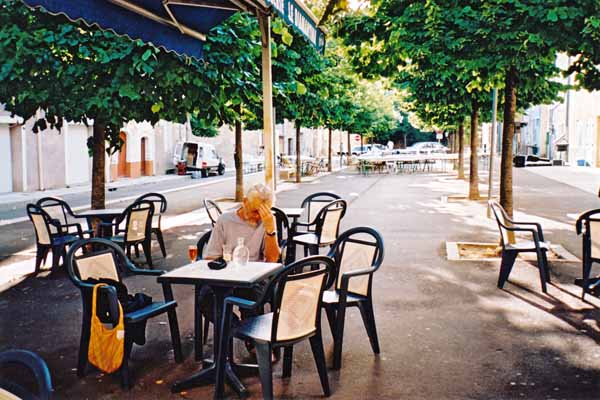 Walking in France: Agonising about which apéritif to choose