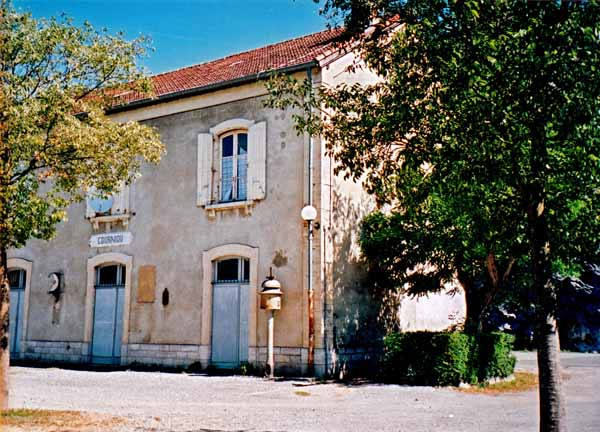 Walking in France: The abandoned railway station at Corniou