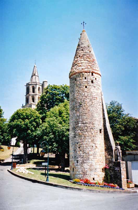 Walking in France: Pepper-pot tower, Avignonet-Lauragais