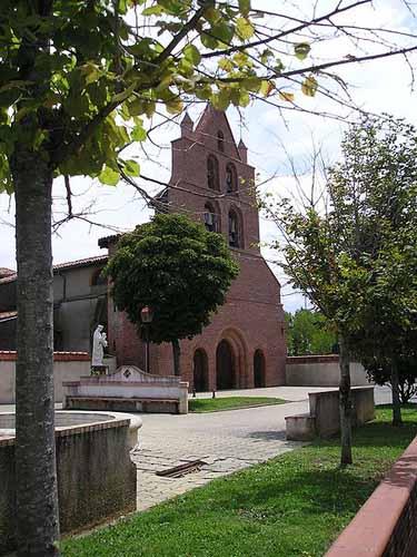 Walking in France: Church in Léguevin