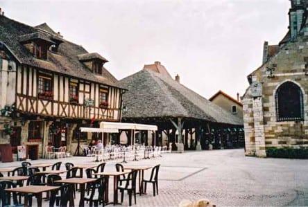 Walking in France: The Place de la Halle, Nolay
