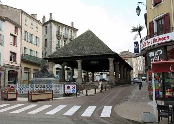 Walking in France: The halle at Langogne