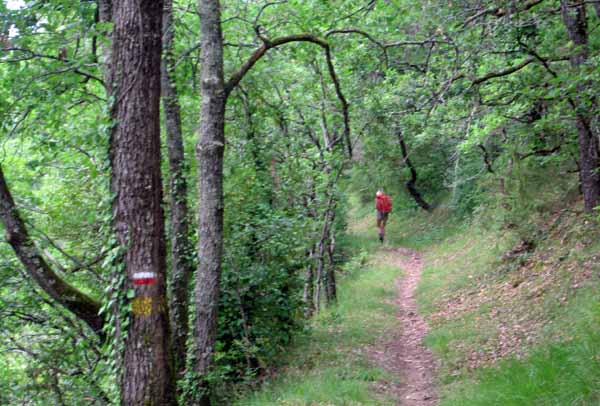 Walking in France: Leaving Montignac on the GR36