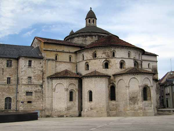 Walking in France: The very grand abbey in Souillac