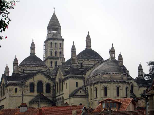 Walking in France: A better view of the cathedral, Périgueux