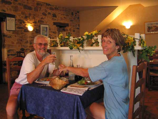 Walking in France: A happy couple about to have dinner in Terrasson