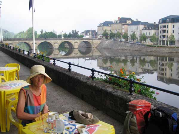 Walking in France: Coffee and pastries beside the Vézère