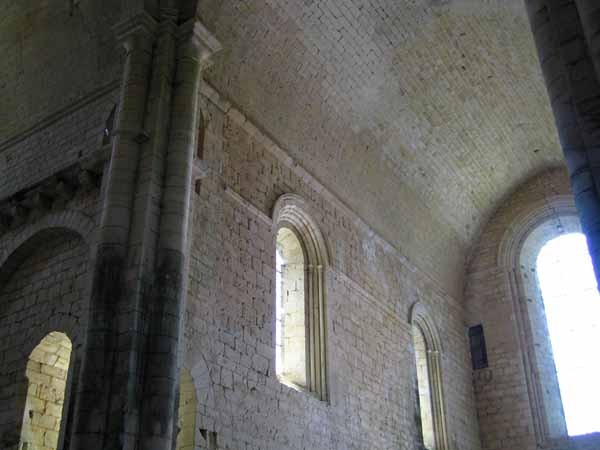 Walking in France: Inside the church at Saint-Amand-de-Coly