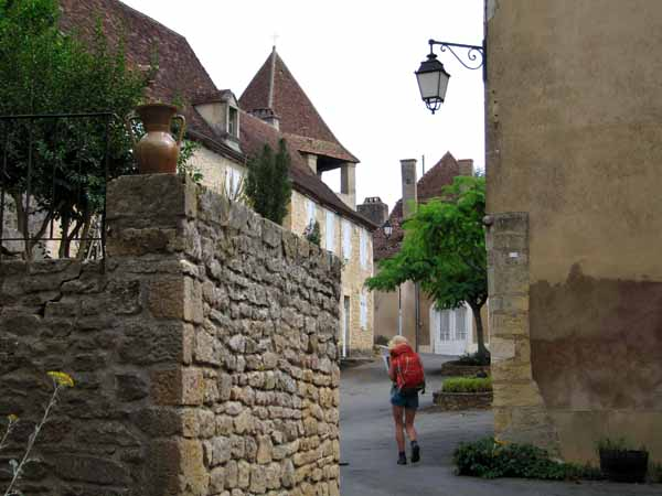 Walking in France: Arriving at Limeuil