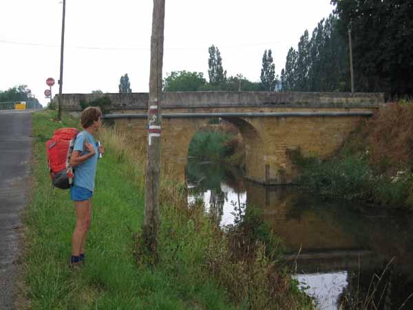 Walking in France: Interpreting some walking signs approaching Lalinde