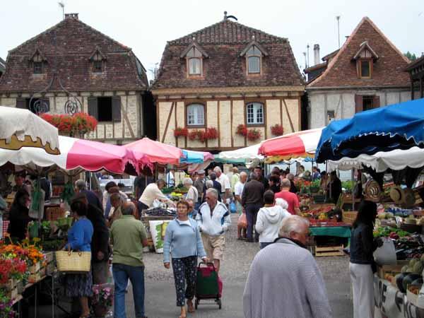 Walking in France: Bretenoux market