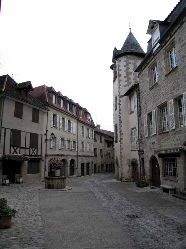 Walking in France: Back street of Beaulieu-sur-Dordogne