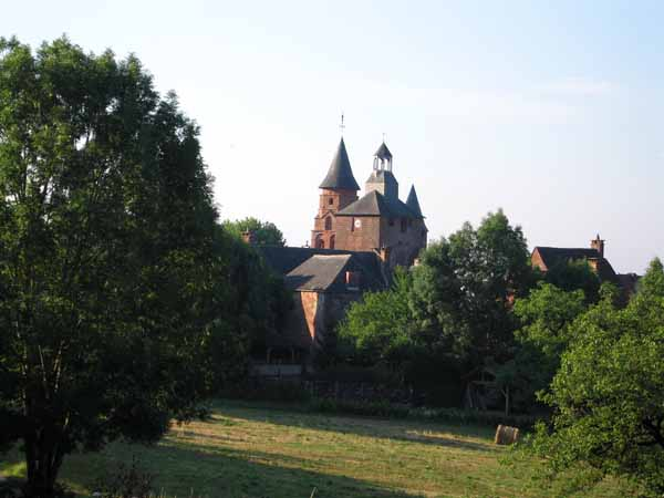 Walking in France: Leaving Collonges-la-Rouge