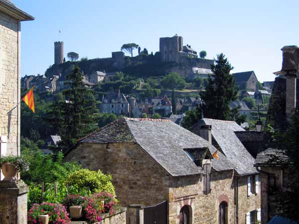 Walking in France: Leaving Turenne