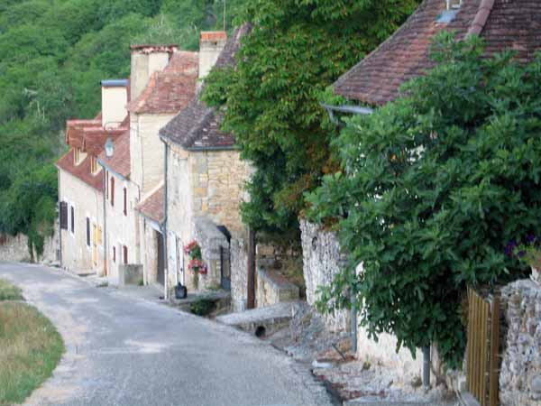 Walking in France: The start of the descent from l'Hospitalet to Rocamadour
