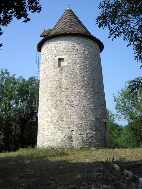 Walking in France: Old mill beside the road near Limogne-en-Quercy