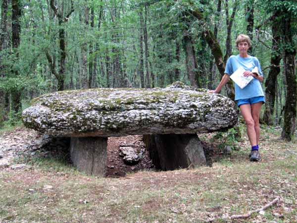 Walking in France: The huge dolmen near Promilhanes