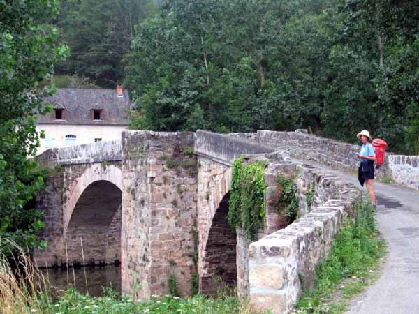 Walking in France: Crossing the Aveyron near the Najac camping ground