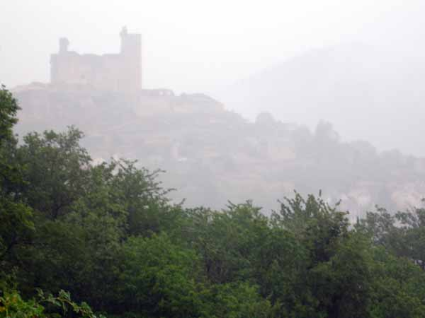 Walking in France: The foggy silhouette of the Najac château