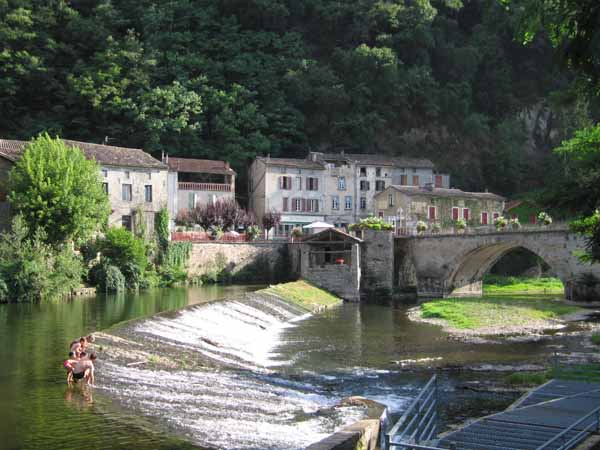 Walking in France: Locals having a swim in the Viaur river