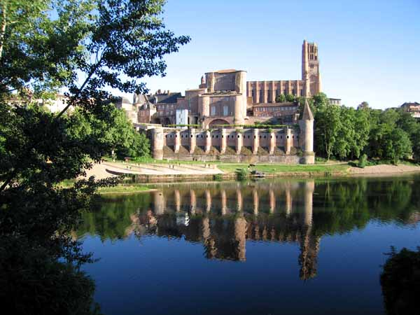 Walking in France: Albi cathedral and the Tarn river